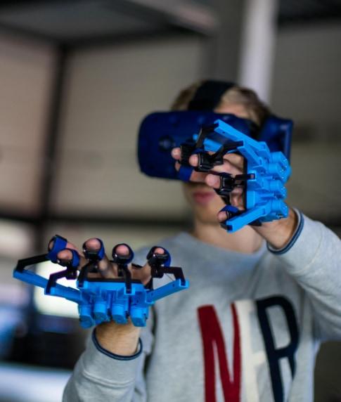 SenseGlove VR AR Simulation